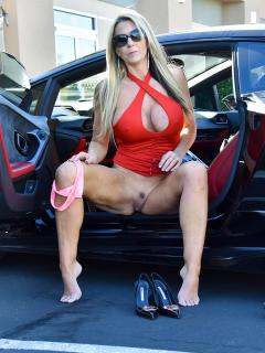 Supercar SuperMILF