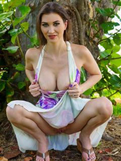 Bikini Spreading