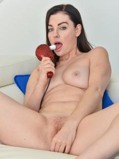 She Loves Anal